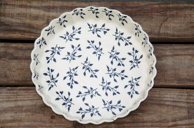 Polish Pottery Black Leaf Flan