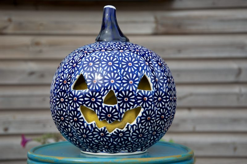 Polish Pottery large Dark Daisy Ceramic pumpkin