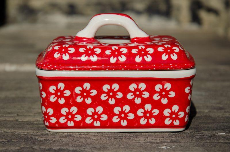 Ceramika Manufaktura White Flower on Red Butter Box