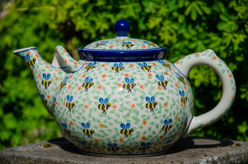Bee Pattern Large Teapot for 4 or More people from Polkadot Lane UK