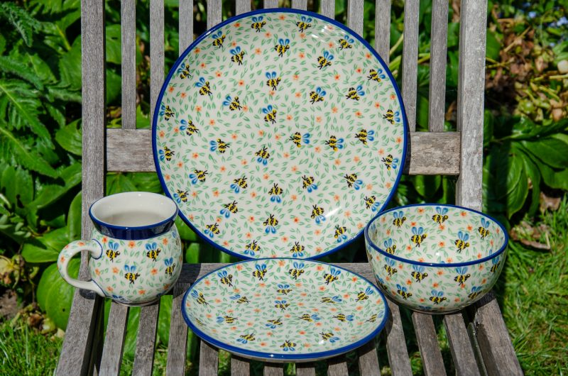 Bee Pattern Dinner set for 6 persons from Polkadot Lane