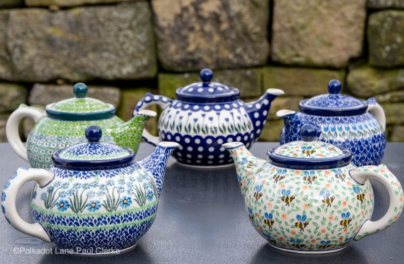 Teapots for four people